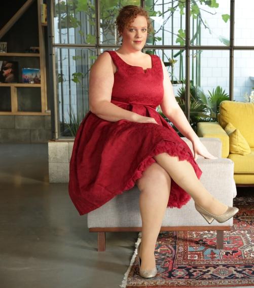 plus size Lindy Bop 50's swing dress en gold gliter schoenen New Look