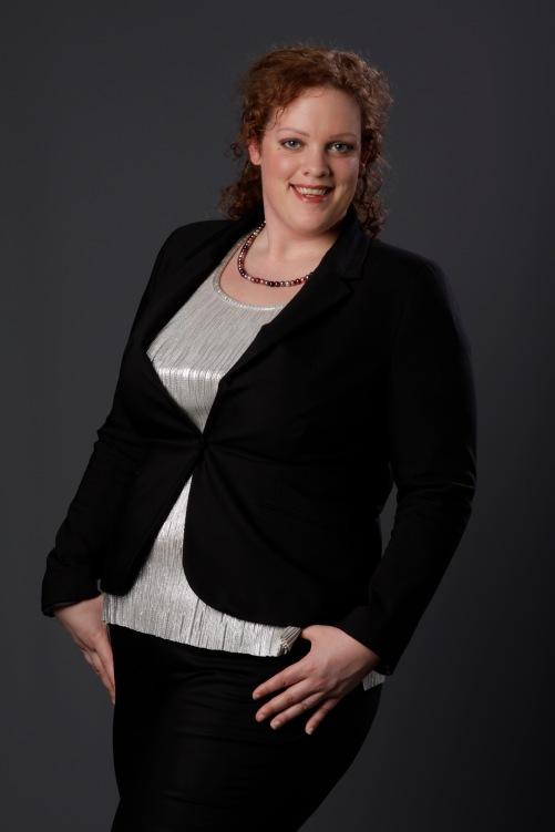 plus size zwarte blazer en zilveren top van MS mode